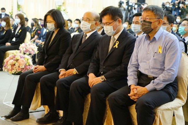 蔡英文、苏贞昌、林佳龙、柯文哲出席台铁太鲁阁号事故联合追思公祭。(照片:台北市政府提供)