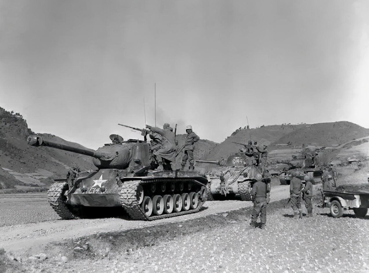 上图_ 朝鲜战争美军坦克