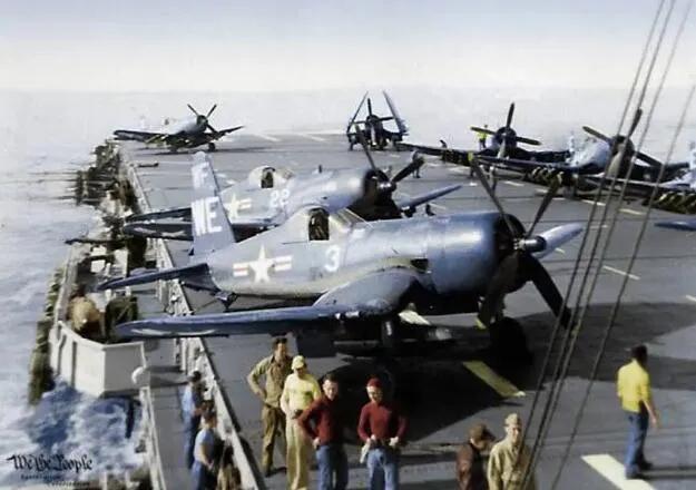 """上图_ 朝鲜战争美国空军,1950年,""""西西里""""号航空母舰上的F4U-4B舰载战斗机"""