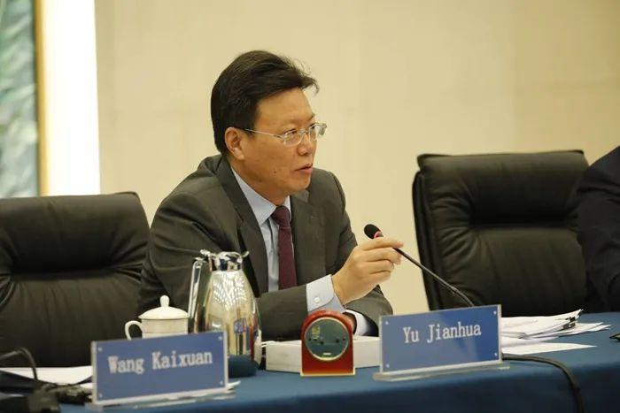 2017年9月,俞建华曾在华盛顿会见美国商务部长罗斯,并与美方举行工作会谈。