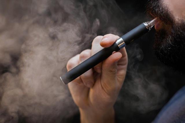 健康报告出炉思摩尔闪崩,电子烟还有未来吗?