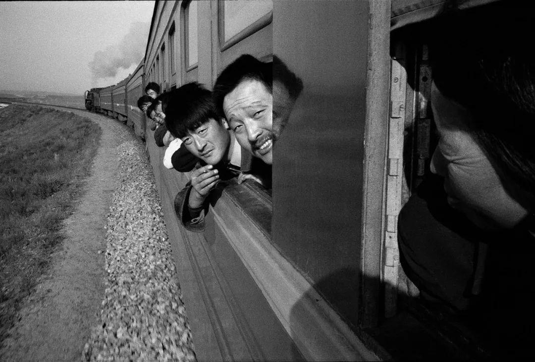 40年前的春运火车 有人围桌打麻将,有人当场生孩子 最新热点 第19张
