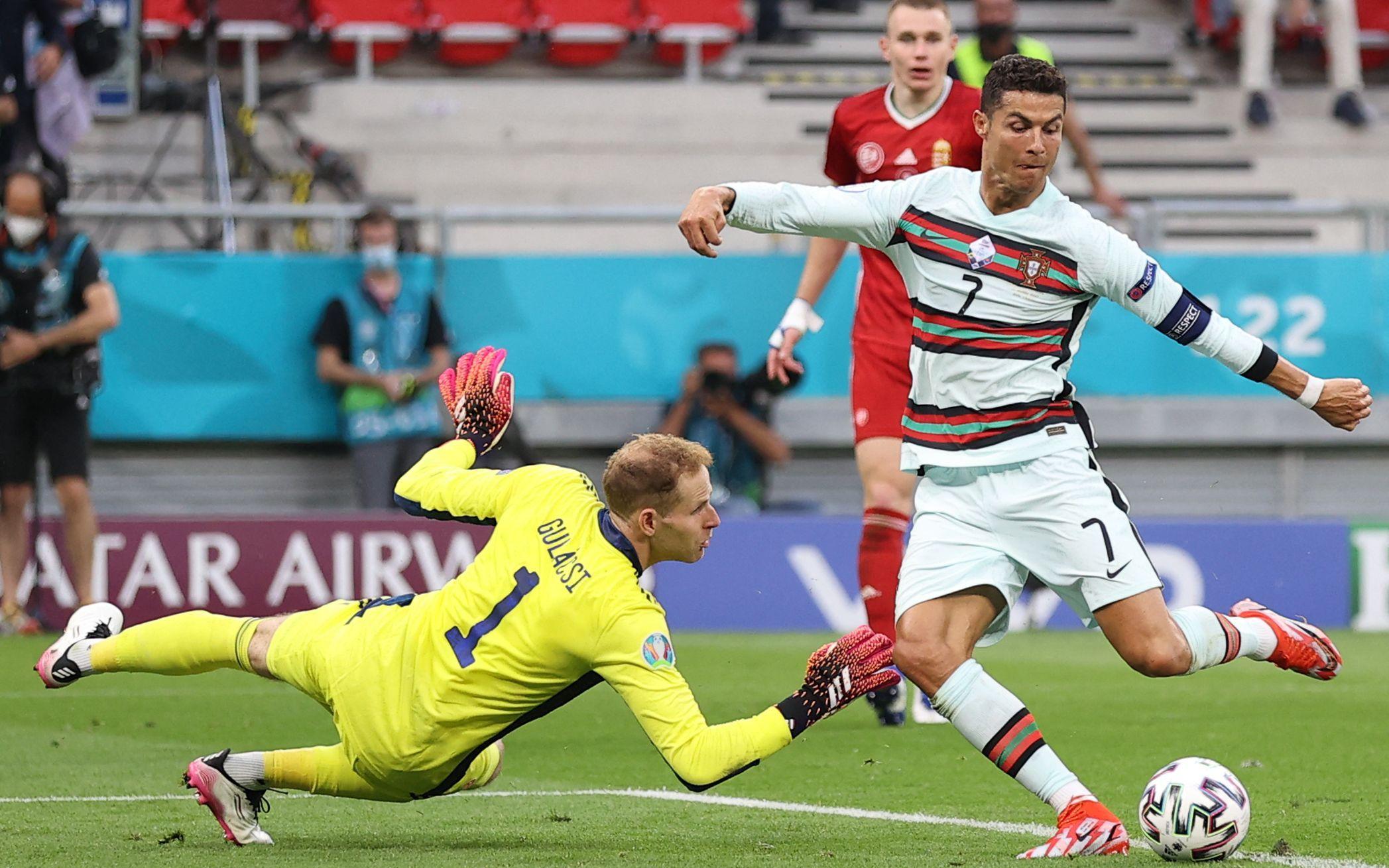 葡萄牙队员C罗射门得分。图/新华社