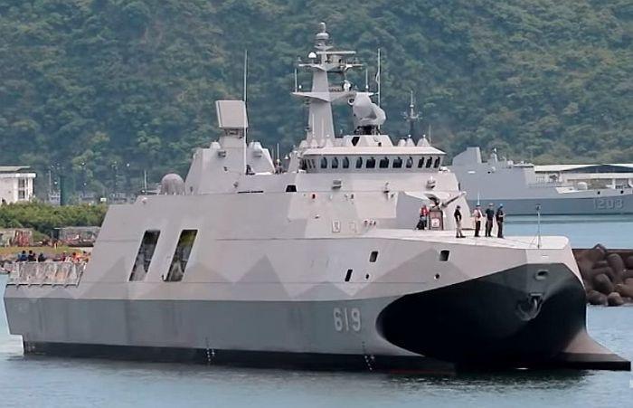"""""""塔江""""级导弹巡逻舰首舰""""塔江""""号。"""