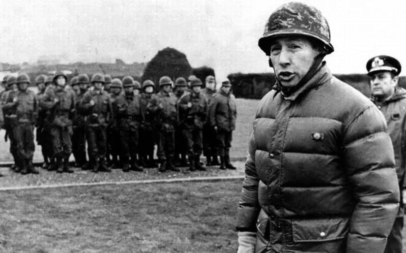 上图_ 马岛战争中坚守马岛的阿根廷士兵