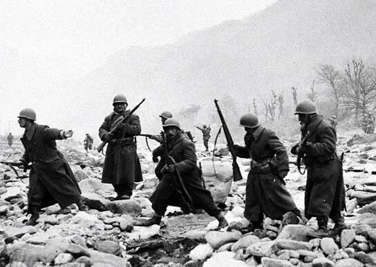 上图_ 长津湖战役中的美军
