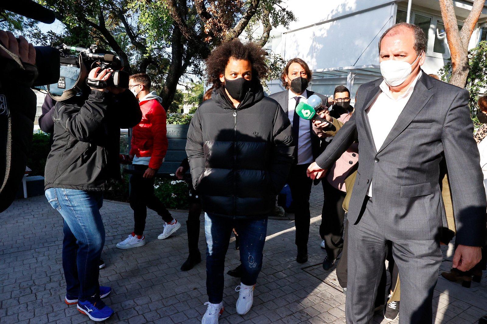 马塞洛抵达社区投票点进行选举服务,不会随队前往伦敦