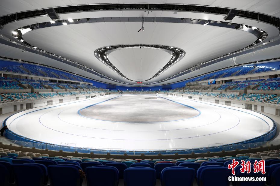 2021年1月28日,已完成制冰的国家速滑馆。北京2022年冬奥会标志性场馆——国家速滑馆近日完成速滑赛道的首次制冰,具备了迎接测试赛的条件。 中新社记者 富田 摄