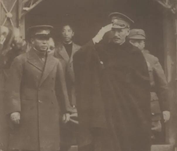 上图_ 老蒋初到西安,杨虎城 (左)