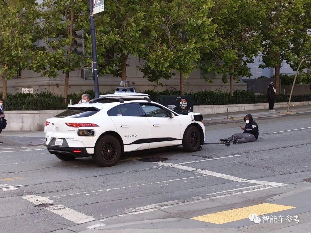 刚刚,Waymo无人车旧金山撞了人!原因很无语
