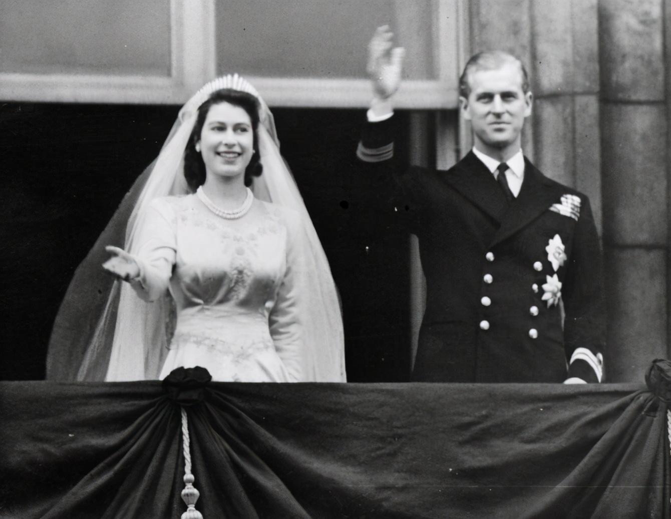 伊麗莎白與菲利普1947年舉行婚禮。