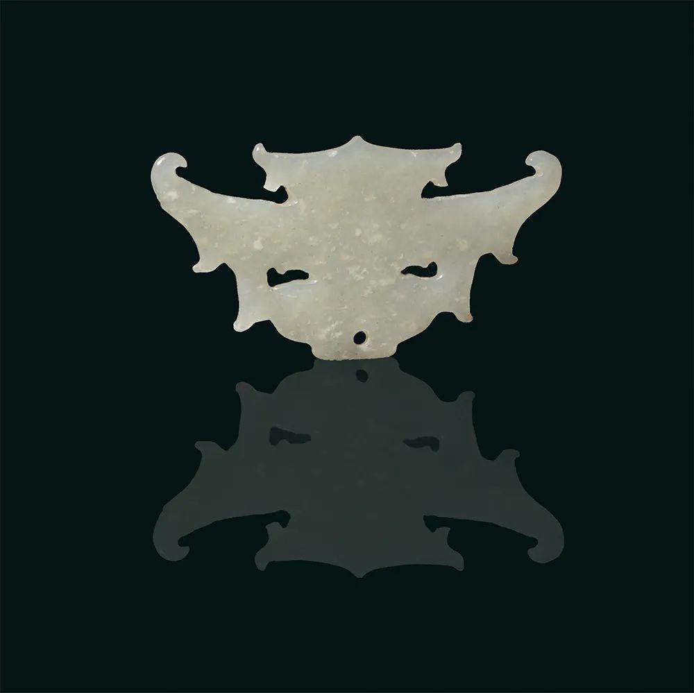 玉神面 新石器时代 长6.5厘米,宽3.3厘米 山西省临汾市襄汾县陶寺遗址出土 山西博物院藏