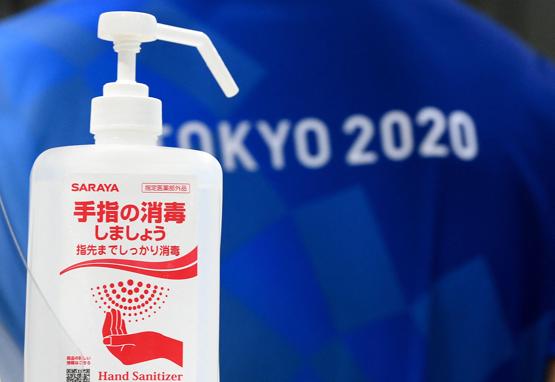 用纸板做床、用电子垃圾做奖牌、用回收塑料做领奖台,甚至耗资千亿日元的东京新国立竞技场连空调都没有,只装了185台风扇……