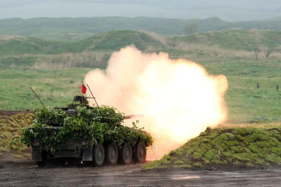 ▲ 2021年5月,日军作战车辆在静冈县御殿场市的东富士演习场上进行实弹演习。