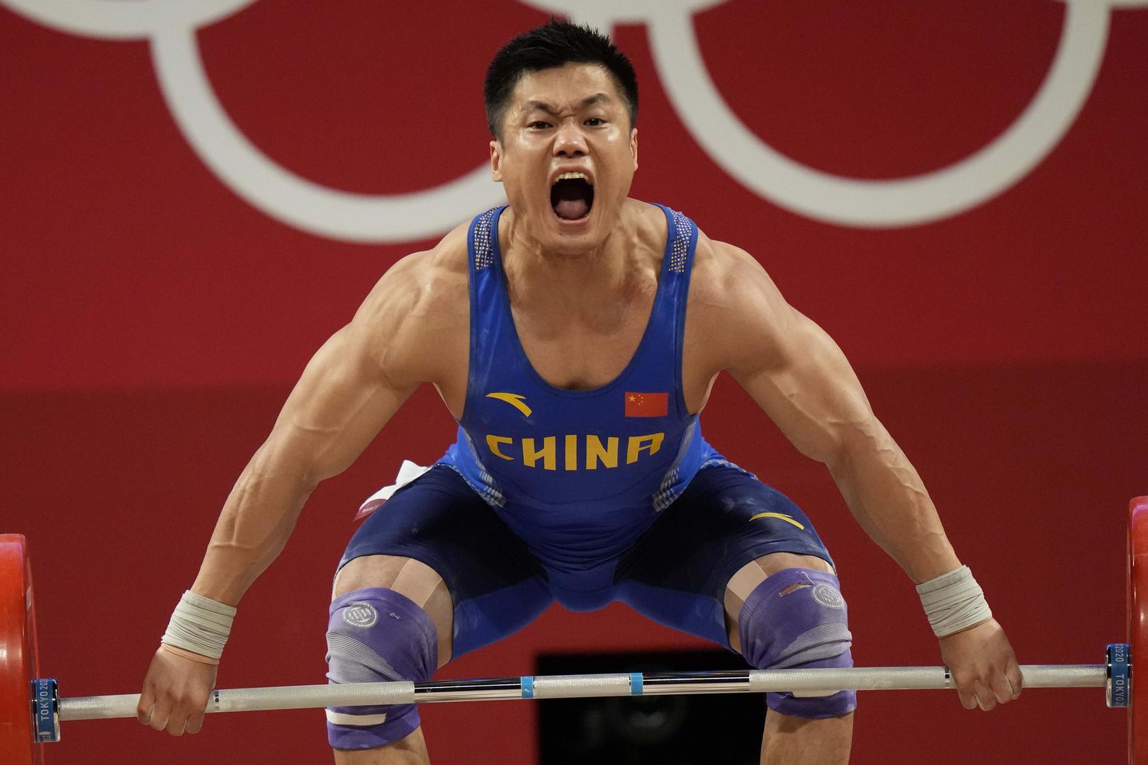 吕小军在东京奥运会举重男子81公斤级比赛中。图据IC photo