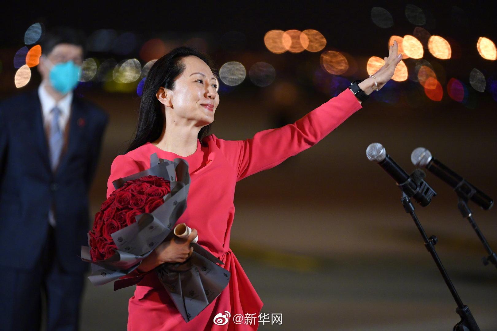 9月25日晚间,孟晚舟抵达深圳宝安国际机场 图自@新华社