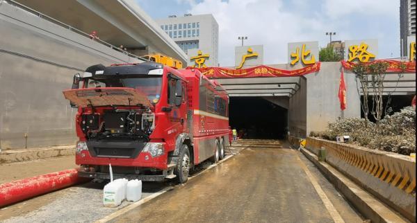 7月24日,京廣北路隧道正在進行抽排作業。澎湃新聞記者 段彥超 圖