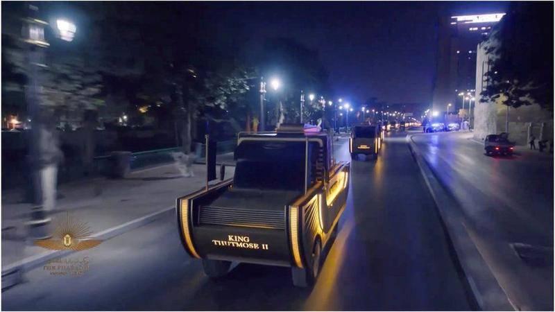 木乃伊乘坐的金车,车上装饰着它的名字。