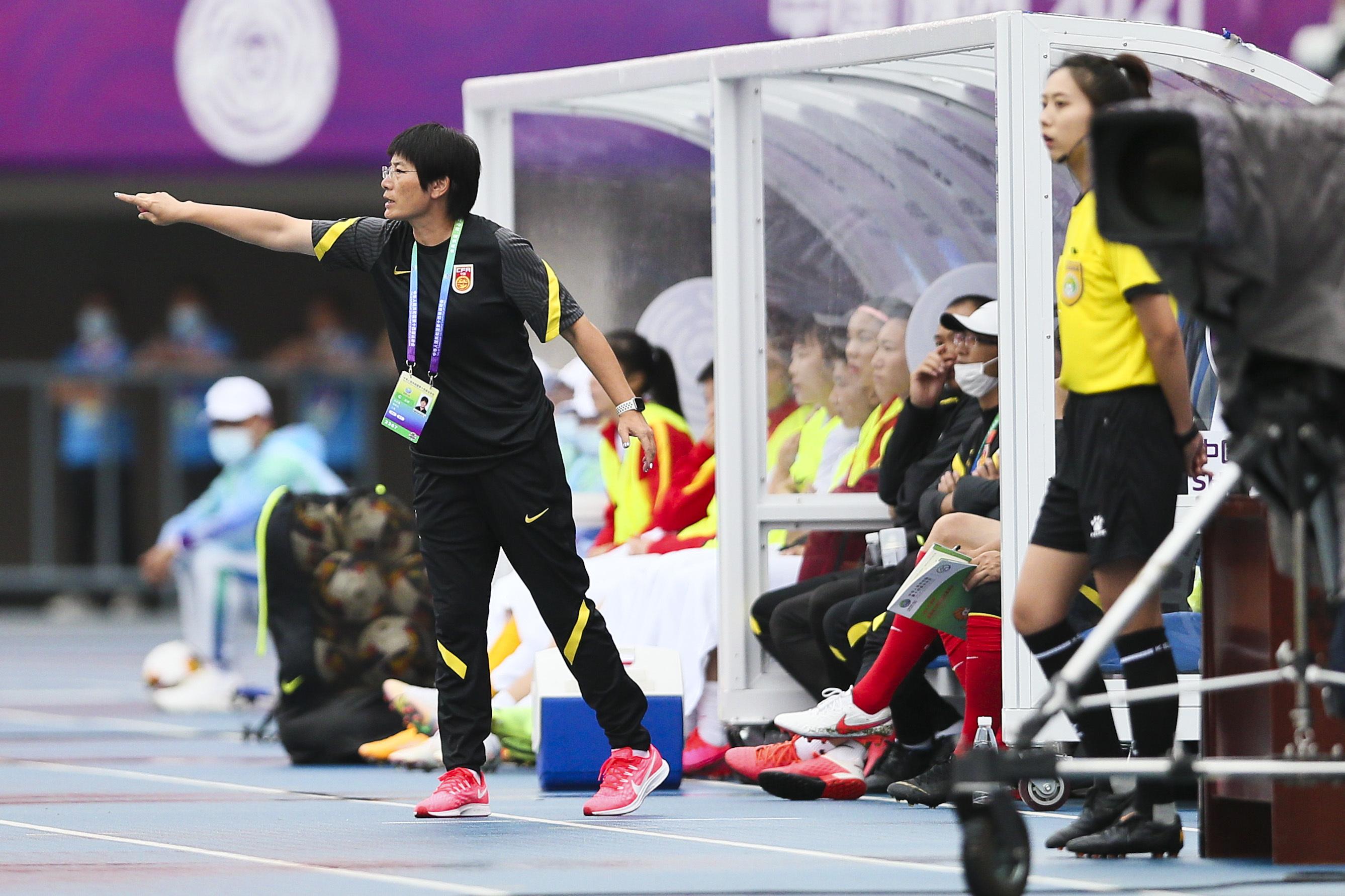 焦急的水庆霞教练。