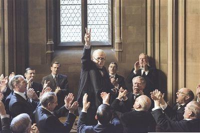议会中的丘吉尔,剪刀手标配