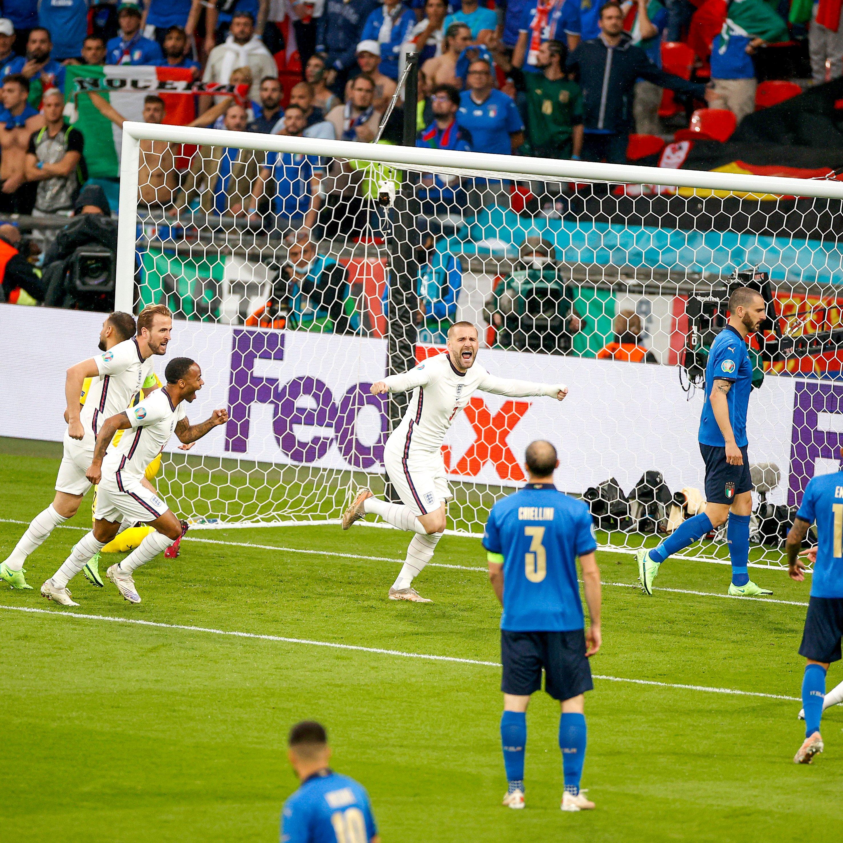 比赛仅仅开场1分57秒,卢克·肖就帮助英格兰队领先。