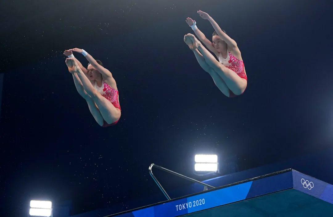7月27日,中国选手陈芋汐/张家齐在比赛中。新华社记者 许畅 摄