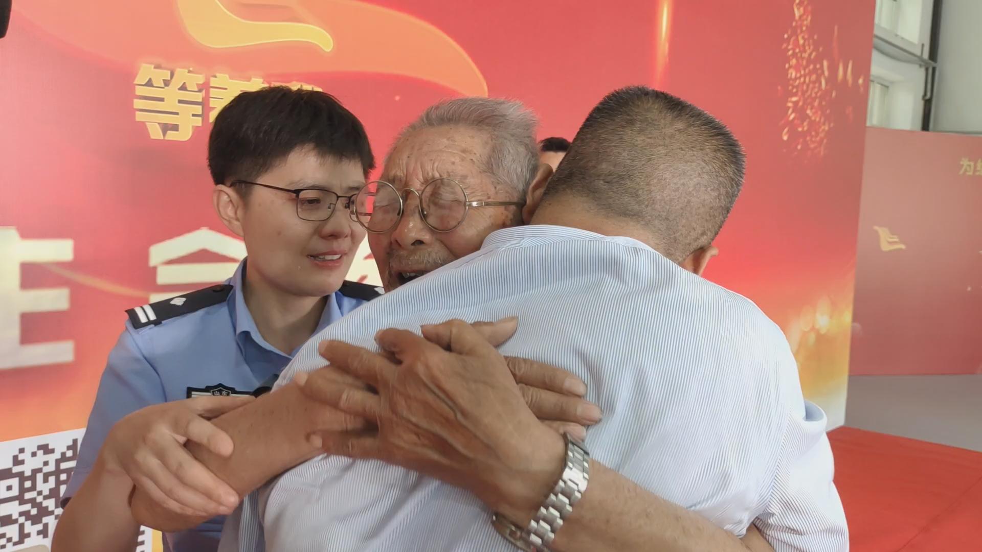 6月8日,90岁的罗凤坤与失散58年的儿子相认。