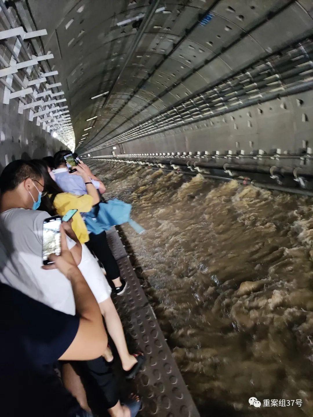 郑州地铁5号线:12位遇难者永远停在了这一夜