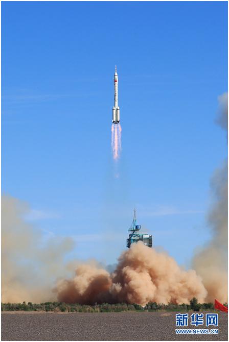 外媒关注神舟载人飞船发射成功,提到多个关键词
