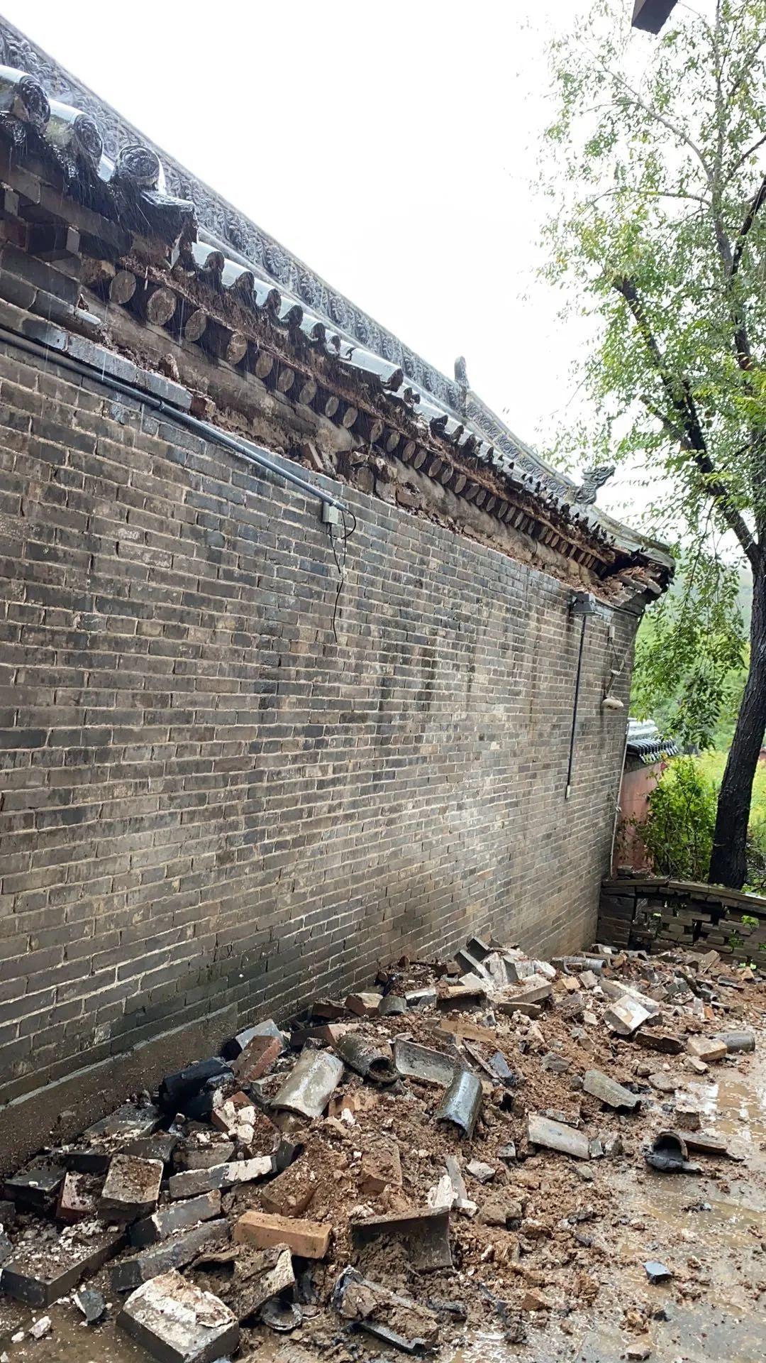 太原市蒙山开化寺后墙摇摇欲坠
