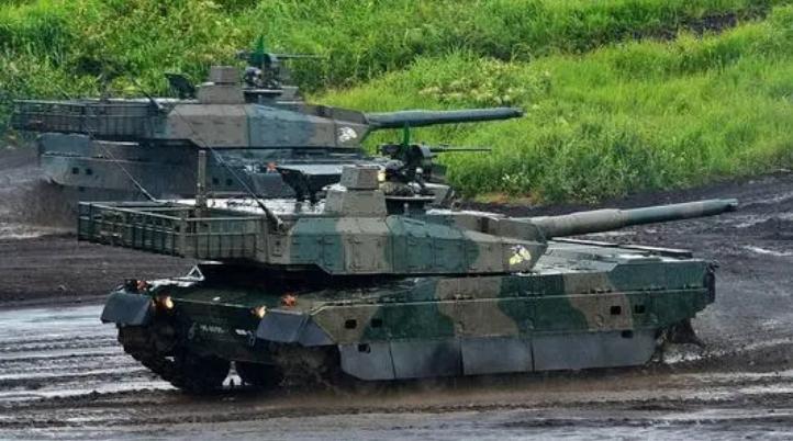 演习中的陆上自卫队10式坦克。