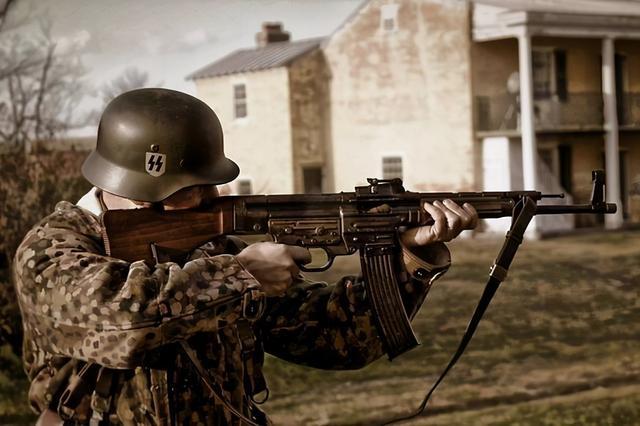 ▲STG-44是世界上第一种制式突击步枪