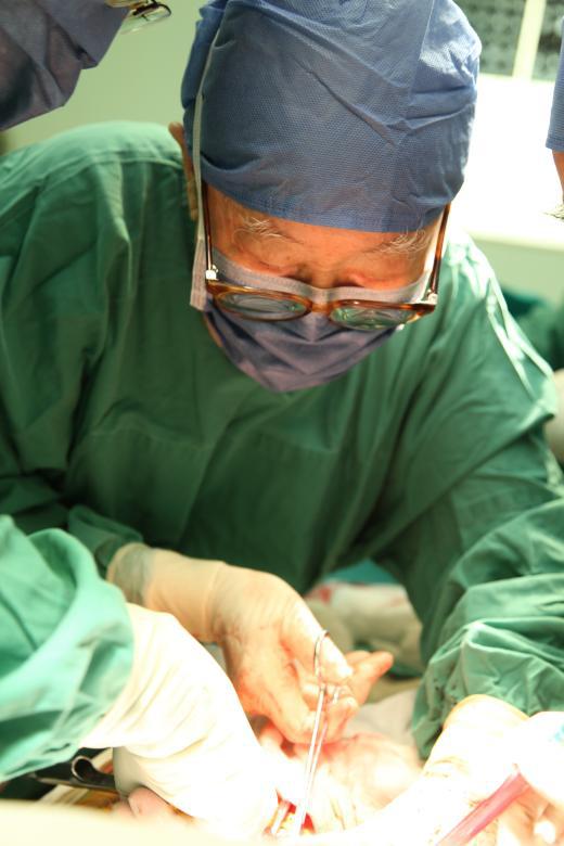 肝胆外科之父吴孟超 要开刀到100岁,最幸运的是倒在手术台边 最新热点 第6张