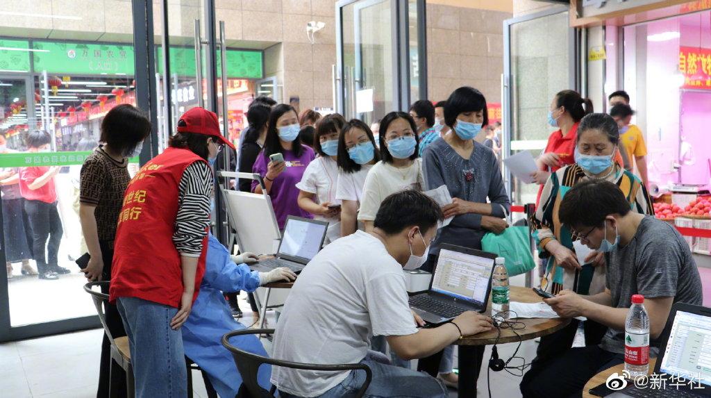 安徽发现9例新冠阳性 疫苗接种瞬间排起长队