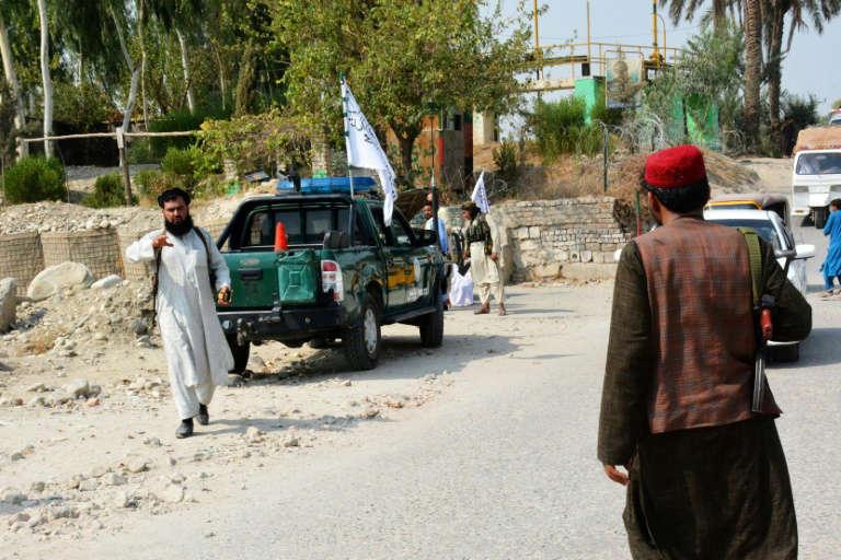 美軍撤離以來阿富汗首現致命炸彈襲擊 目標是塔利班車輛