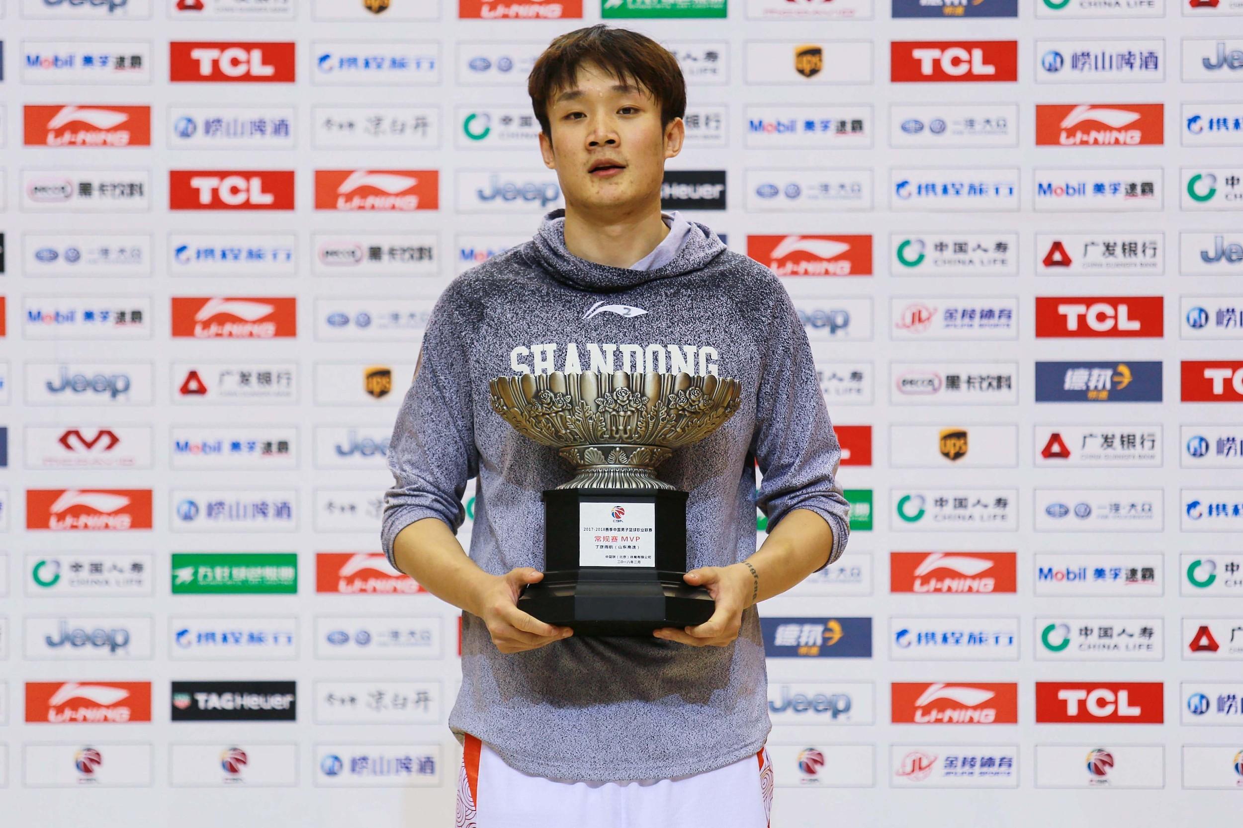小丁拿下联赛MVP。