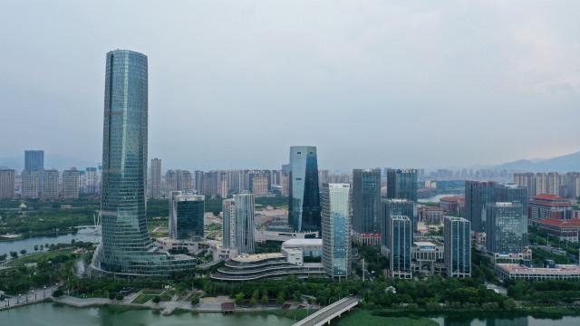这是2020年9月2日拍摄的厦门集美新城景观(无人机照片)。新华社图。