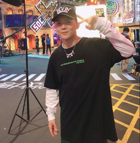 《这就是街舞》第三季冠军杨凯成为四川队霹雳舞教练。