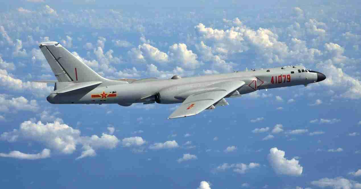 解放军轰-6K轰炸机