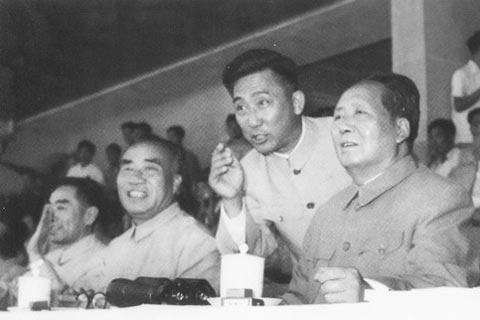 党和国家领导人在第一届全运会开幕式的主席台上