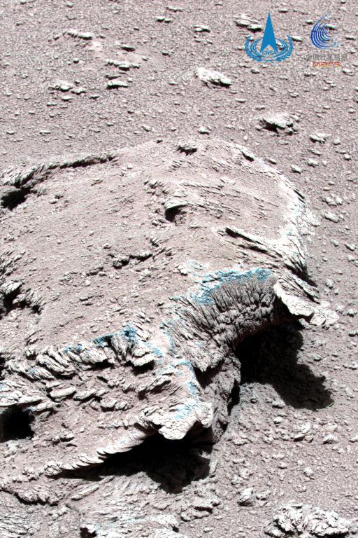 图2为火星岩石和尘土