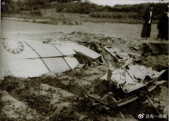 被击落的国军飞机的残骸