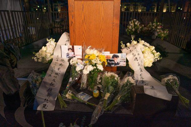 遇害中国博士父母出席校追悼会 诺奖得主中文致哀