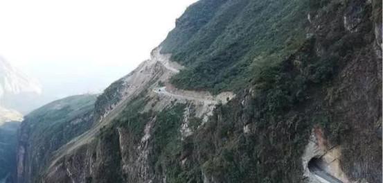阿布洛哈村通村硬化路