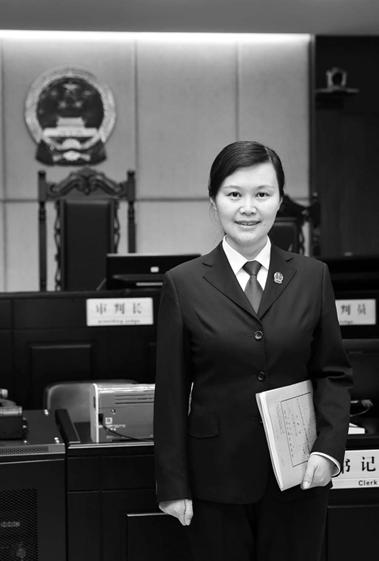 【云币网】_中央政法委:女法官遇刺牺牲,正义永不低头