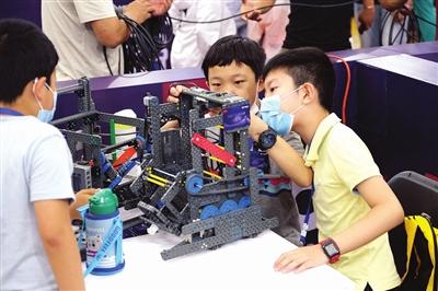 """第20届天津市青少年机器人竞赛举行 人工智能""""未来""""看这里"""