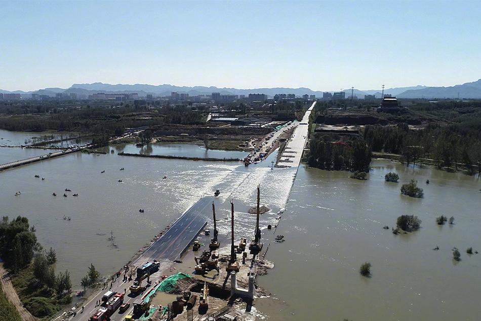 河北通勤车涉水倾覆事故已致13死 仍有1人失联