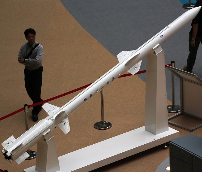 """""""海剑""""2舰空导弹由""""天剑""""2空空导弹改进而来。"""
