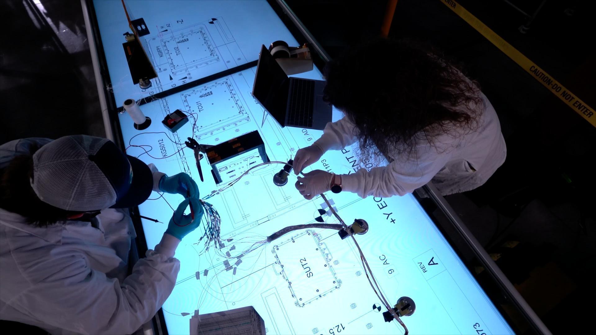 洛·马公司发布的考特兰MAB 4工厂用于导弹组装过程的数字工具示范图片