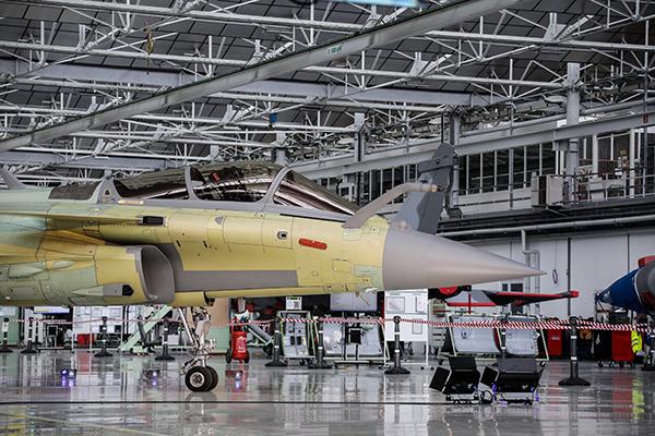 """当地时间2019年1月14日,法国梅里尼亚克,组装""""阵风""""战斗机的达索航空工厂。人民视觉  资料图"""